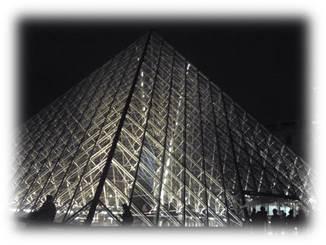 光のピラミッド夜