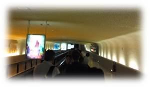 フランス、シャルル・ド・ゴール空港到着