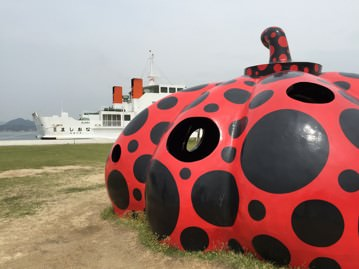 直島:草間彌生さんの赤かぼちゃ・黄かぼちゃ[南瓜]の場所は?