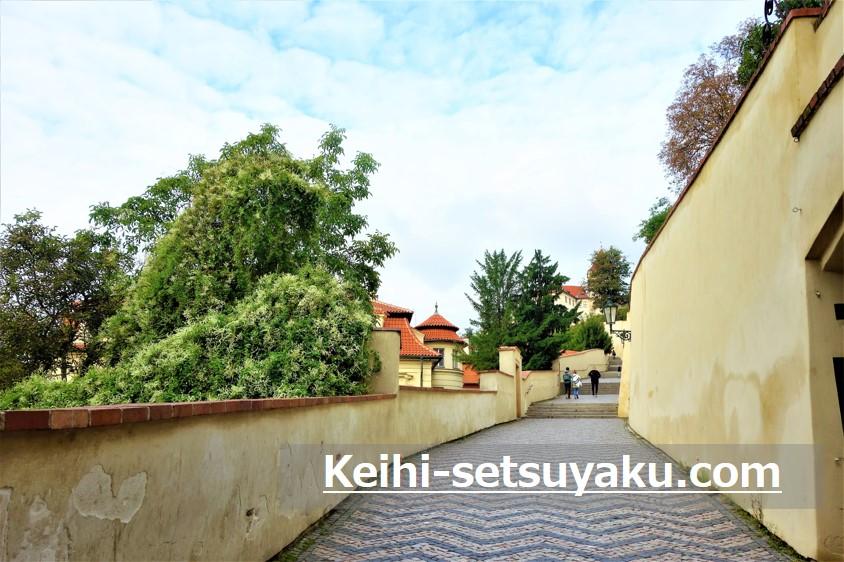 プラハ城観光:旧登城道を通ってチケットを購入してみた