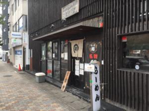 麺屋裕外観入り口