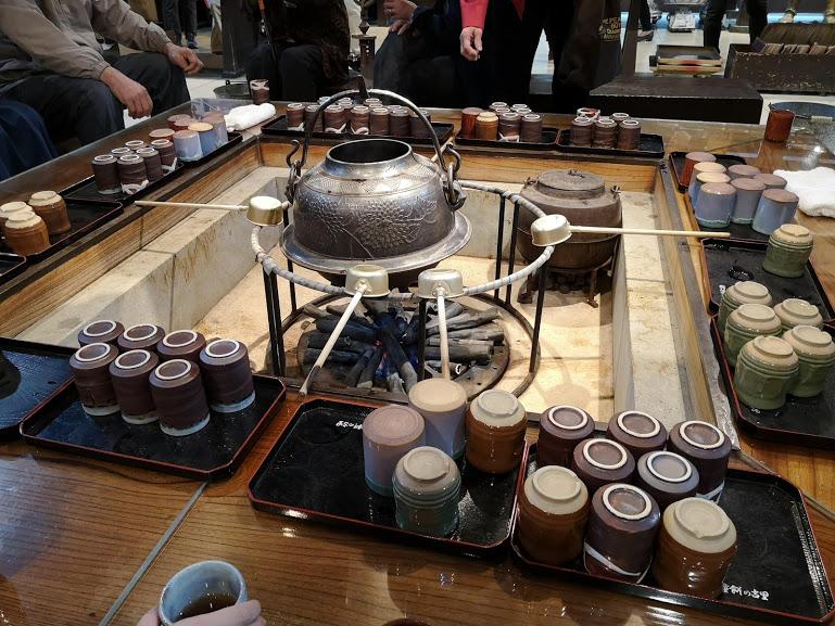 羽二重餅の古里店内無料お茶